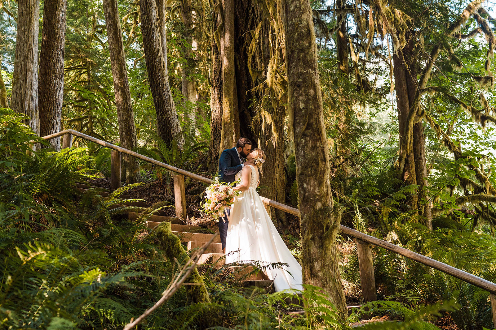 seattle mountain elopement seattle elopement bouquet seattle elopement flowers seattle elopement seattle elope in seattle how to elope in seattle how to elope in the mountains wedding flowers for elopement wedding florist wedding flowers wedding floral design wedding floral designer