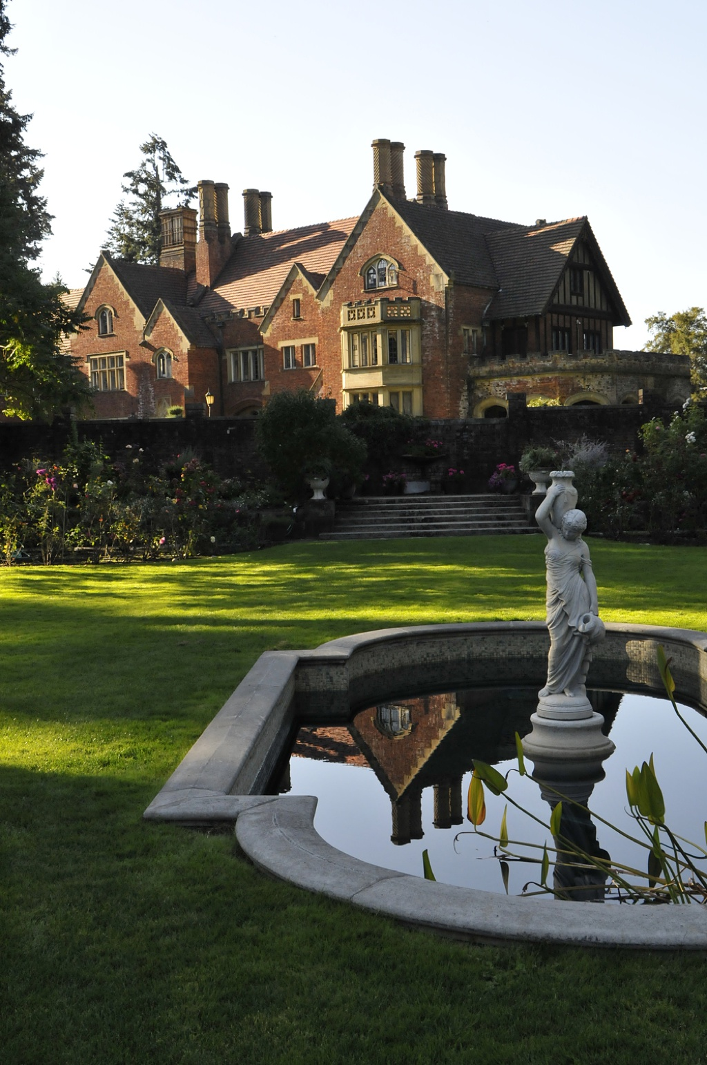 An image of Thornewood Castle from the outdoor fountain